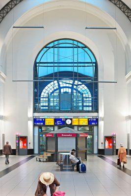 Bahnhofshalle deutsche Bahn