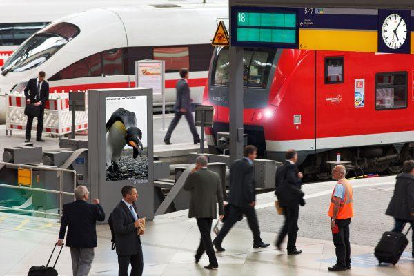 Passanten Bahnhof Gleise