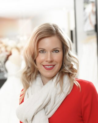 blonde frau rote lippen business portrait