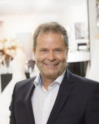 mann im anzug business portrait